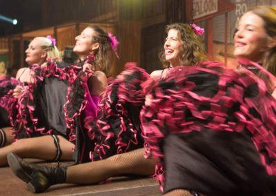 Western-Dance-Ladies-mit-viel-Spaß-und-Eleganz
