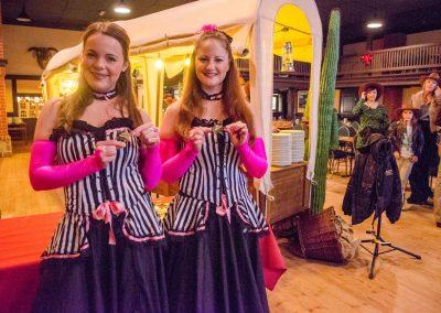 Western-Dance-Ladie-charmante-Begrüßung-der-Gäste