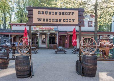 Western-Portal im Movie Park Germany